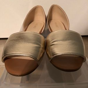 Gold/Brown open toe Nine West shoes, size 10M.
